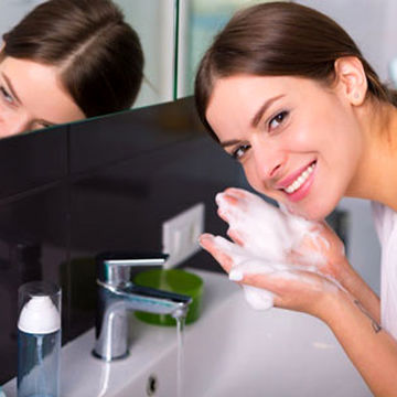 نحوه استفاده از ژل شست و شوصورت را بدانید
