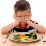 چگونه کودک خود را به غذا خوردن تشویق کنید