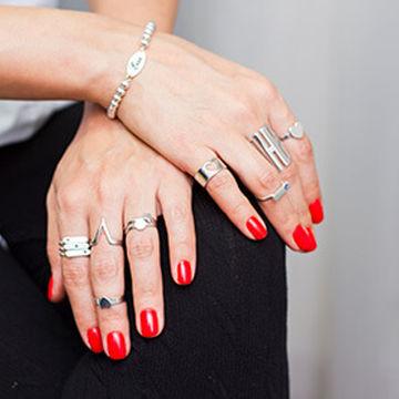 انگشتر در هر انگشت نماد چیست؟