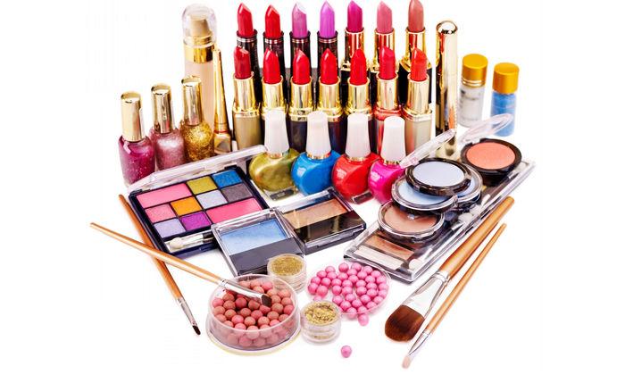 اثرات و عوارض مواد آرایشی یا درمانی و حساسیت های پوستی