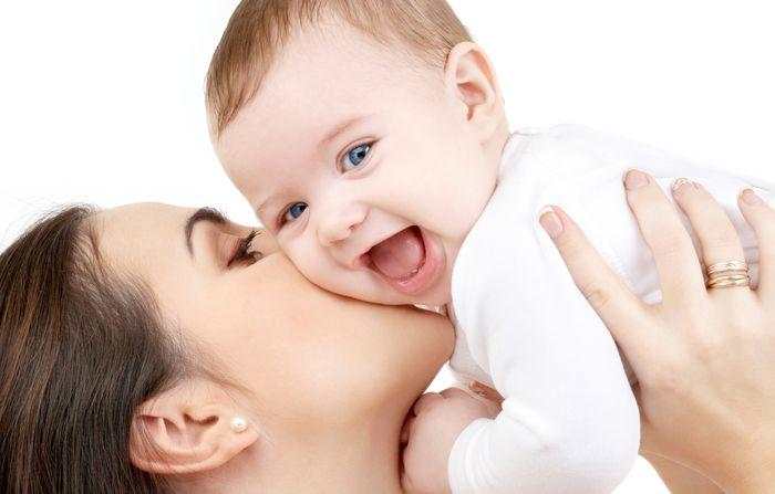 بررسی مزایای شیر مادر از جنبه های مختلف