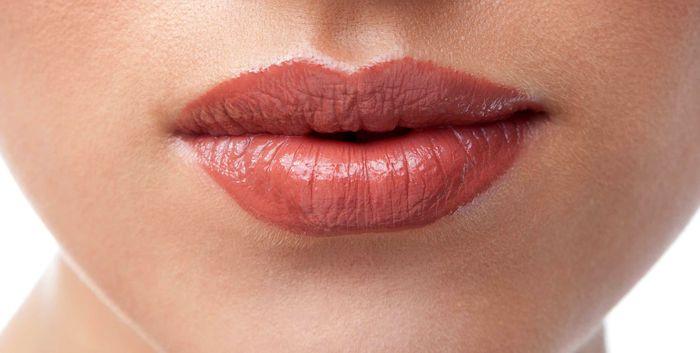 چند نکته پزشکی جهت مراقبت از لب ها(۱)