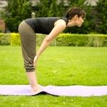چگونه در یوگا تمرین نرمش کمر و خم شدن به جلو انجام می شود؟