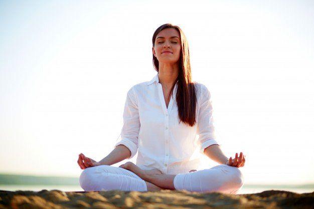 کشش تمام بدن و نرمش قفسه سینه در یوگا