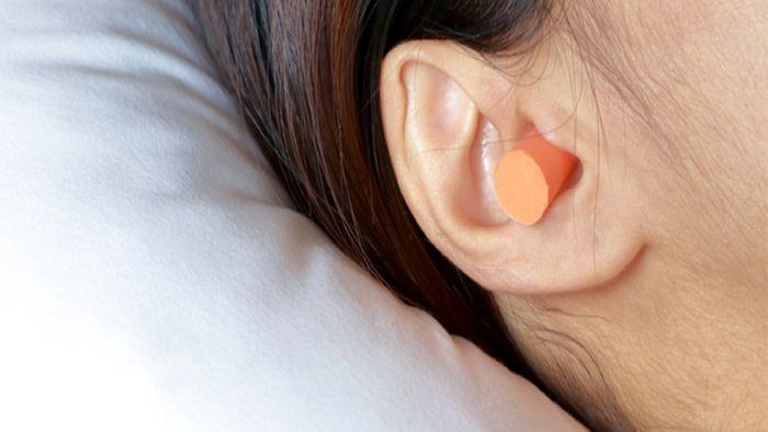 پلاگین گوش در زمان خواب چه مضراتی دارد؟