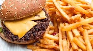 خوراک های خطر آفرین برای کسانی که از علائم پیش از عادت ماهانه رنج می برند