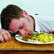 هفت مورد از بدترین عادات بعد از غذا خوردن